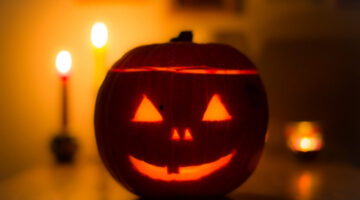 How To Photograph Lit Pumpkins & Halloween Lights At Night: 12 Easy Tips!