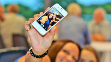 Photo Selfie Tips: 4 Different Ways To Take The Best Selfies